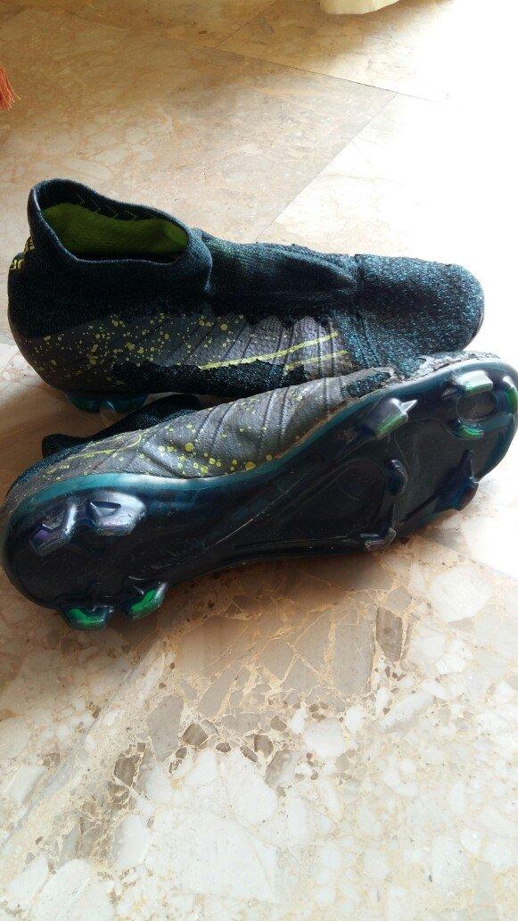 Τα ποδοσφαιρικά παπούτσια είναι σε. Photo 6