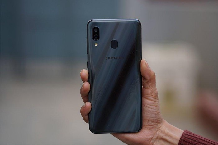 Б/у Samsung A30 32 ГБ Черный. Photo 3