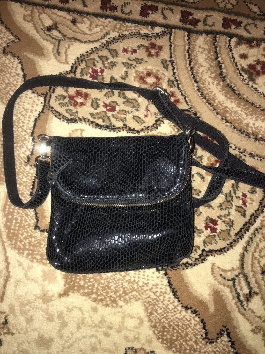 Продаю сумку лазерная кожа цена 900 сомов: Продаю сумку лазерная кожа цена 900 сомов