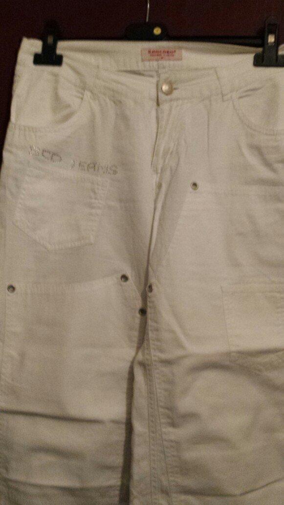 Kapri bele pantalone