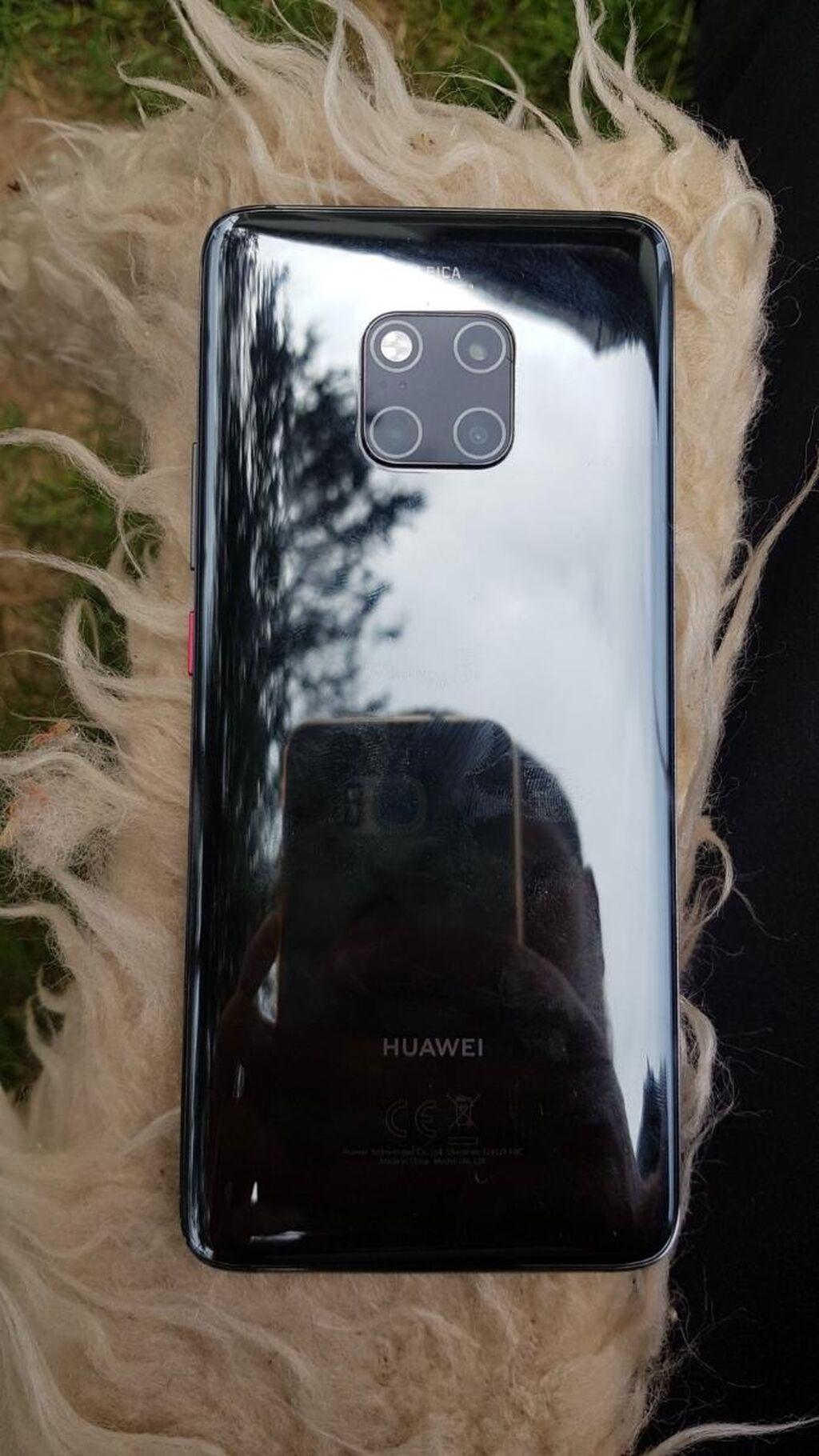 Huawei mate 20 pro od opreme sve sto ima vakum pakovanje telefon je kao i nov nema nikakvih mana prekupac nisam ne radim sa telefonima