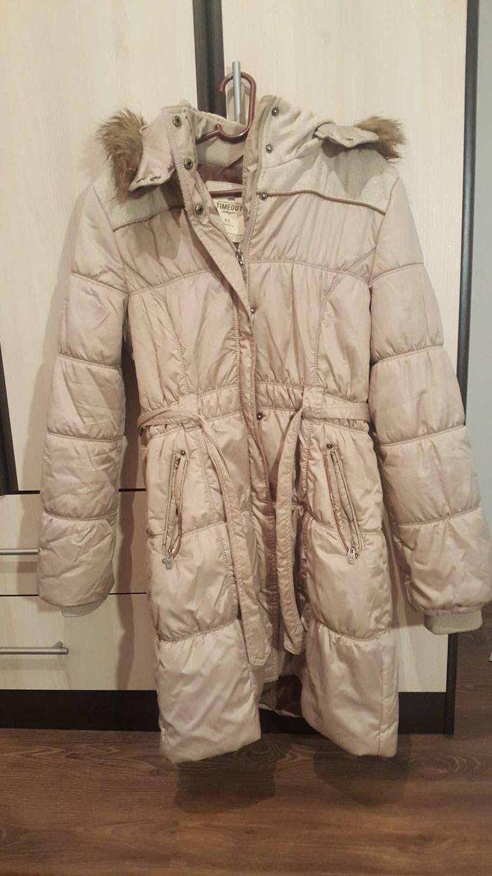 TIMEOUT Zimska jakna, 42 broj Nošena, ali očuvana. Boja bež. 1800 din