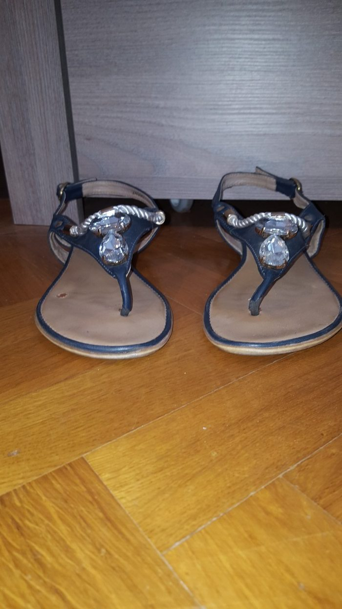 Lepa zenska sandala. ocuvana. Broj 40, gaziste 25cm. - Vrsac