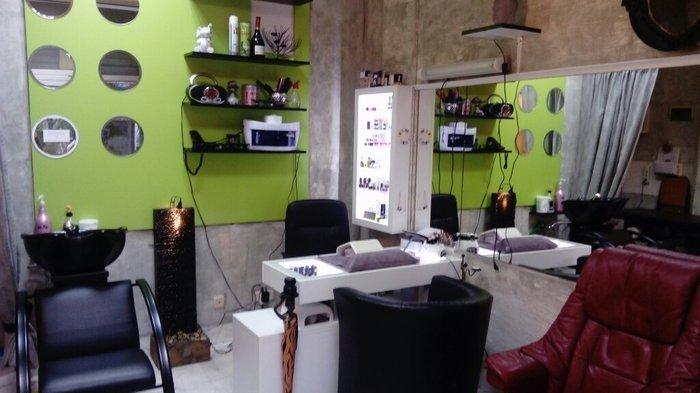 Izdajem radno mesto za manikir sa svom opremom i materijalom u okviru  - Beograd