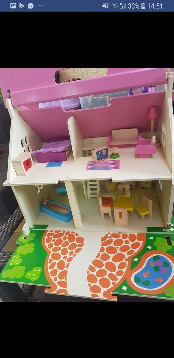 Bigjigs wooden carry along doll house, fully furnished! Very good σε Kallithea