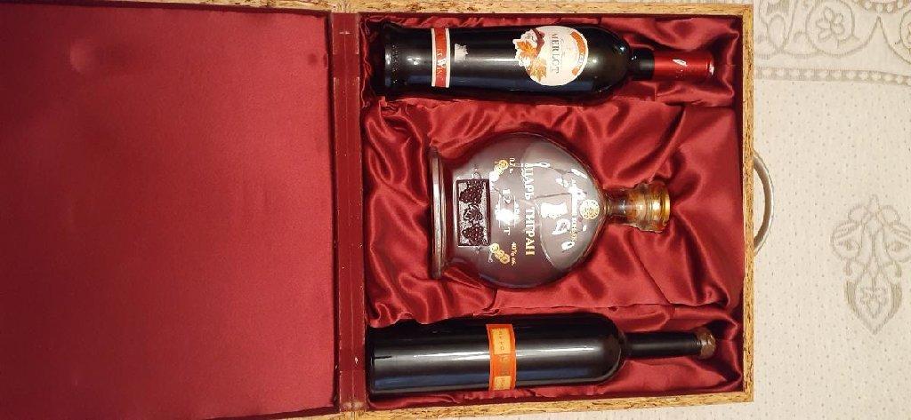Вино 1928 года урожая коньяк 12 летней выдержки комплект 10000сомони