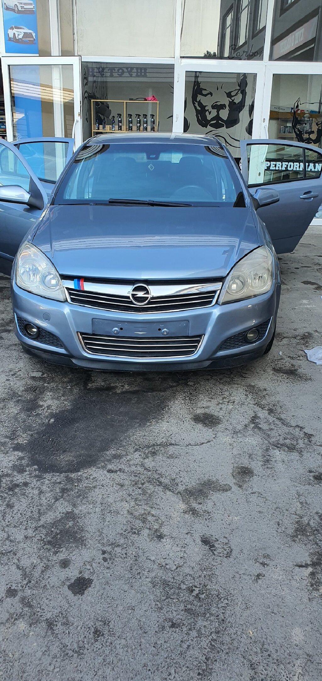 Opel Astra 2009 в Душанбе