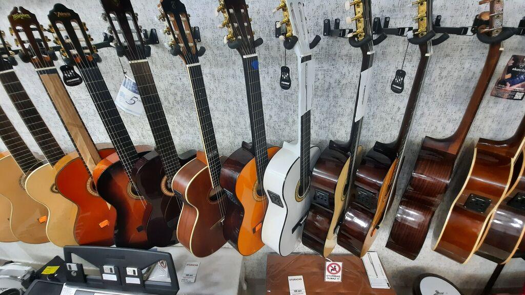 Ekvalazerli klassik gitaralar: Ekvalazerli klassik gitaralar