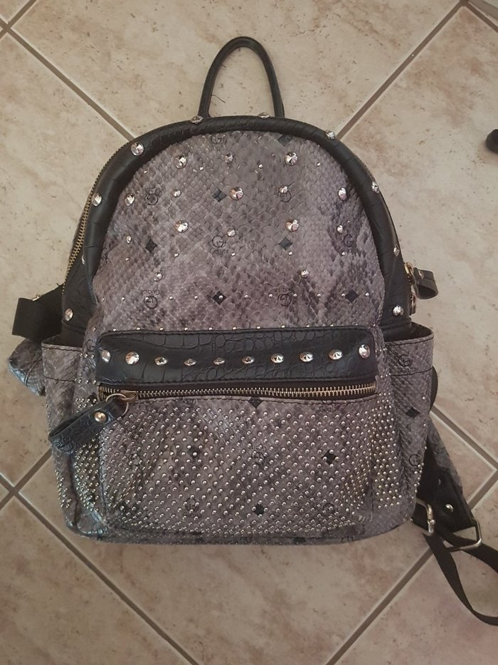 Τσάντα πλάτης με μικρά ελαττώματα που φαίνονται στις φωτογραφίες. Photo 0