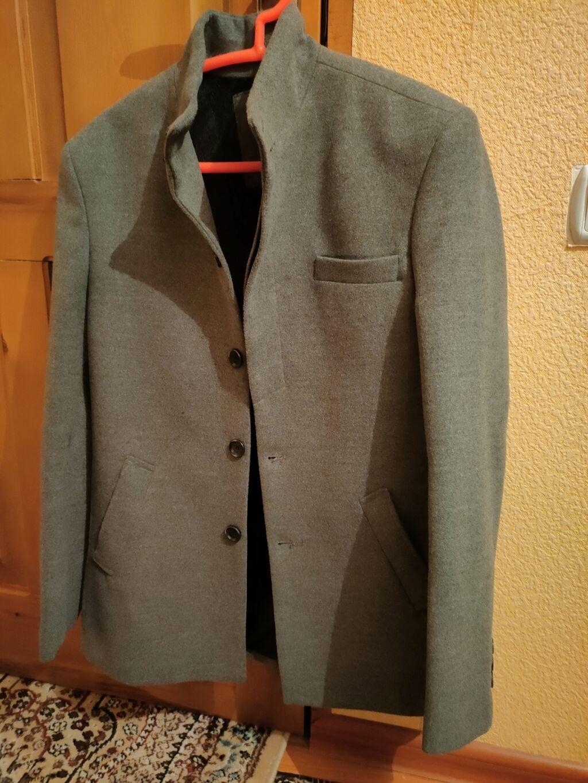 Серое пальто, состояние отличное, одевал пару раз всего: Серое пальто, состояние отличное, одевал пару раз всего