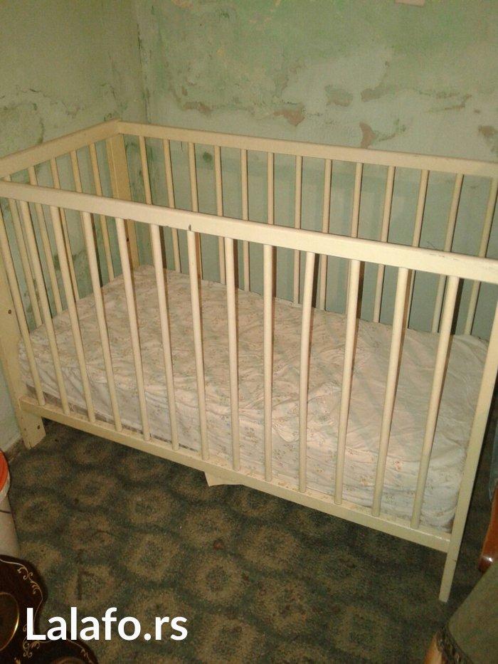 Beli drveni krevetac na prodaju,sa dusekom.Ima vise nivoa visine dusek - Zrenjanin