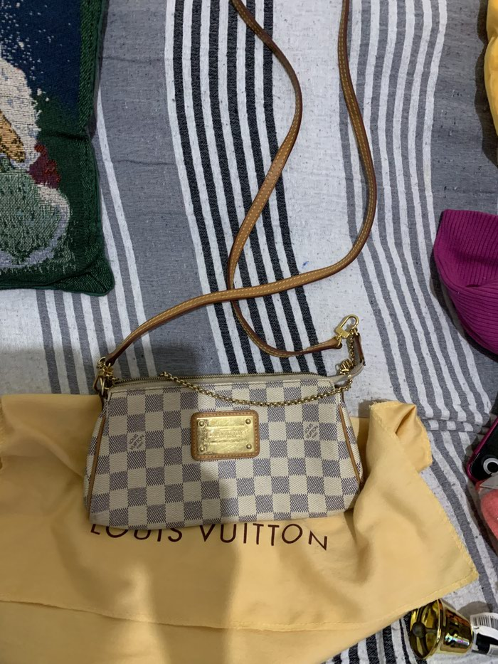 Authentic louis vuitton eva clutch with leather strap σε Άγιοι Ανάργυροι