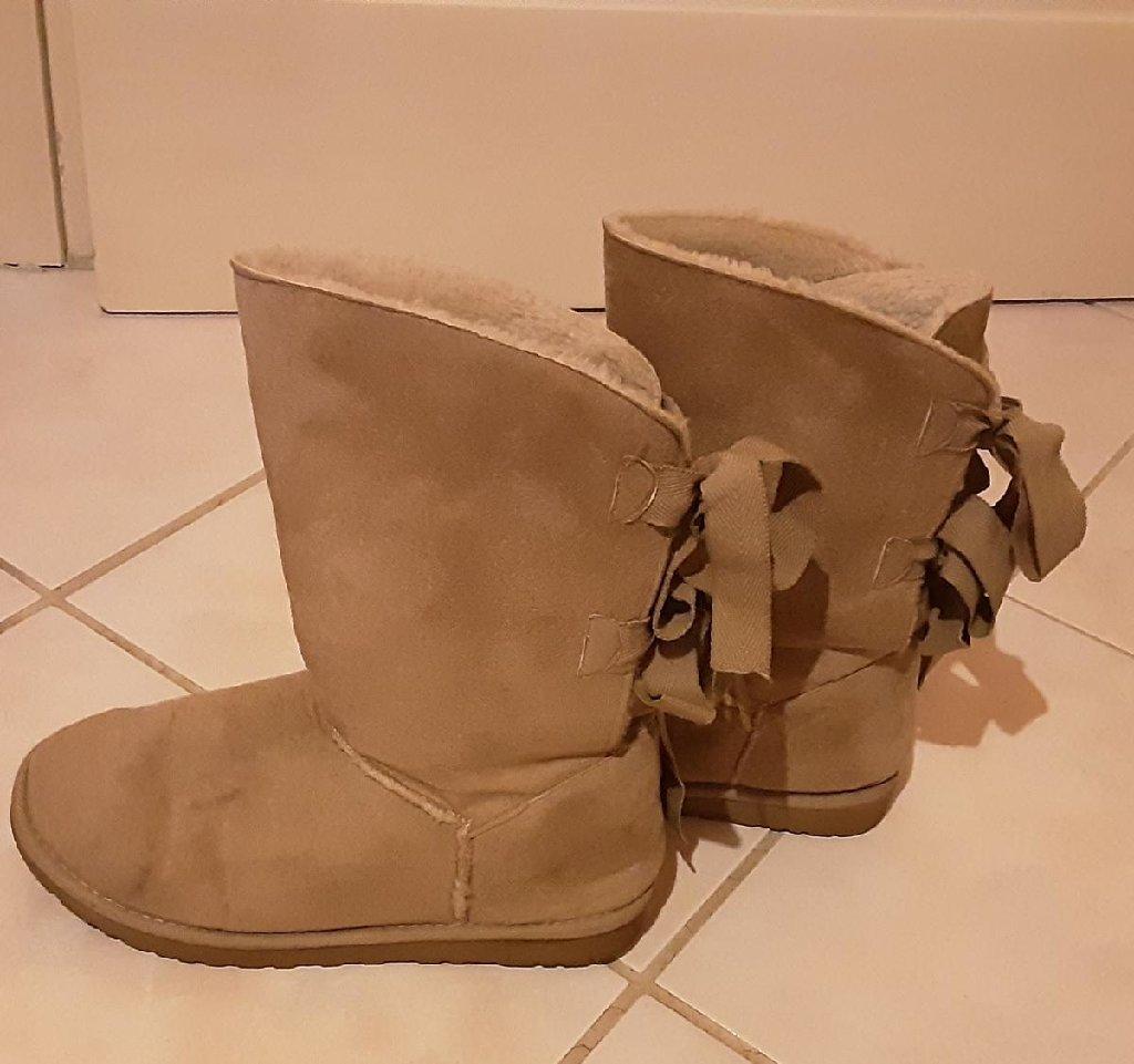 Μπότες σουέτ, νο39, έχουν εσωτερική επένδυση, χρώμα : μπεζ, έχουν φορεθεί 2-3 φορές