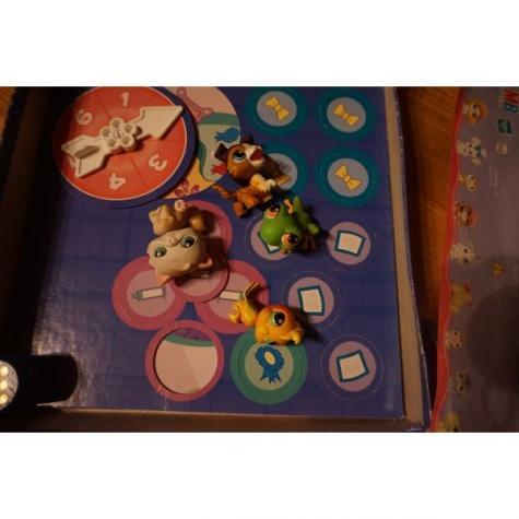 Little pet shop επιτραπεζιο με 4 φιγουρες (το καπακι εχει σκιστει). Photo 1