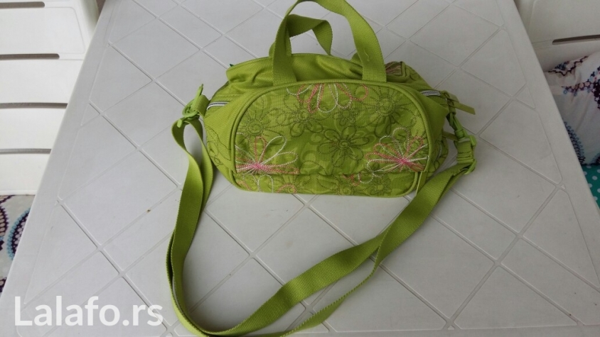 Benetton ženska torba, svetlo zelene boje, 2 nivoa pregrada bez oštećenja