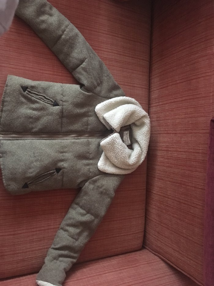 Zimska jakna, sa duplom kragnom oko vrata, jedna moze da se skine, nosena par puta, veoma topla