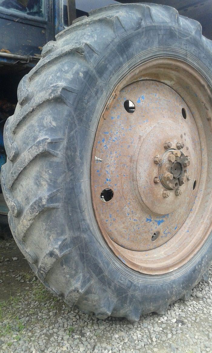 Traktor təkərin2 sidə satılır Təkərlər ağdamda dı . Photo 5
