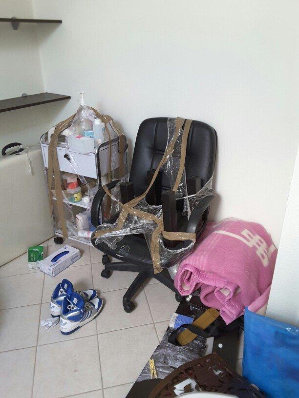 Καρέκλα Διευθυντή έχει ένα μικρό σκίσιμο ακριβώς μπροστά στο κάθισμα μ σε Ξάνθη