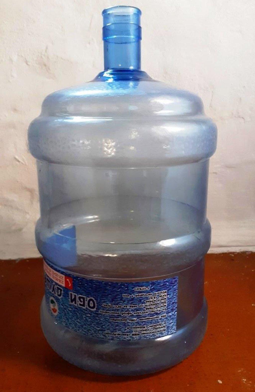 Бутыль пластиковая 20 литровая, чистая-использовалась только для воды