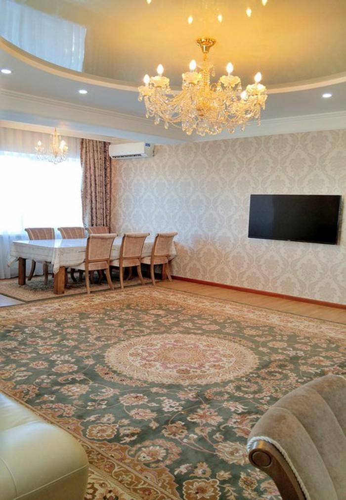 Сдается квартира: 4 комнаты, 159 кв. м., Бишкек. Photo 1