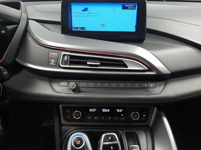 BMW i8 . Photo 4