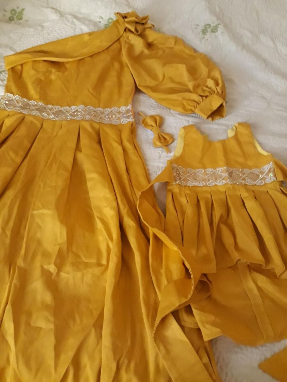 Продаю платье для мамы и дочи есть бабочка для папы