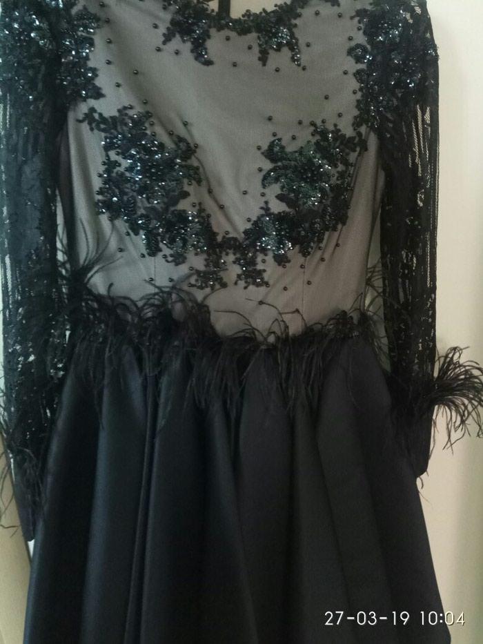 Дизайнерское платье с перьями в идеальном состоянии. Photo 0