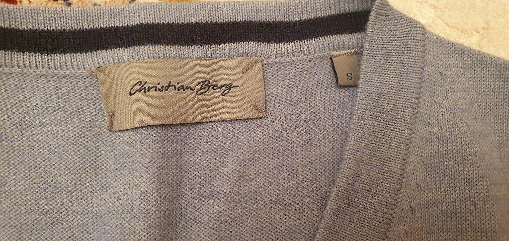Christian Berg brendin jaketi satilir,ideal veziyyetdedi,razmeri S