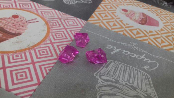 3 Διαμαντάκια δίνονται μαζί η χόρια....Το κάθε ένα κοστίζει 0,50 ευρό. σε Πετρούπολη