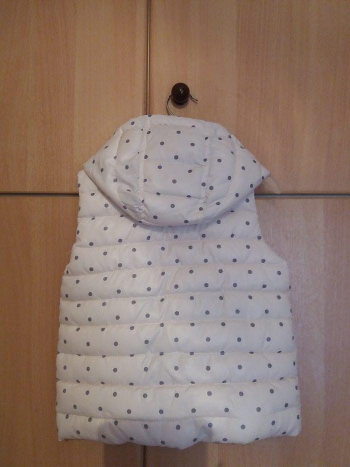Αμάνικο μπουφάν με κουκούλα σε άριστη κατάσταση, μέγεθος 24/36, 94cm. Photo 1