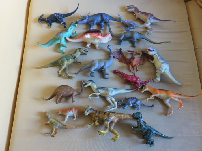 20 φιγουρες δεινοσαυρων διαφορετικες μεταξυ τους. σε Χαλάνδρι