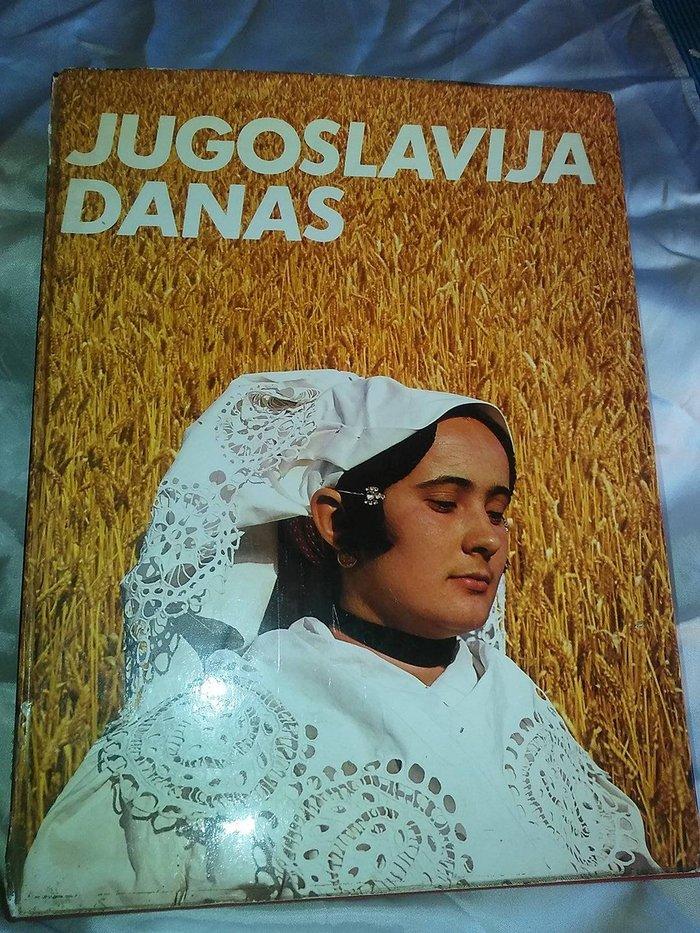 """Jugoslavija danas , monografija , knjiga je u odlicnom stanju , omotac knjige je malo iskrzan , izdavac : """" spektar """" zagreb , 1978 god"""
