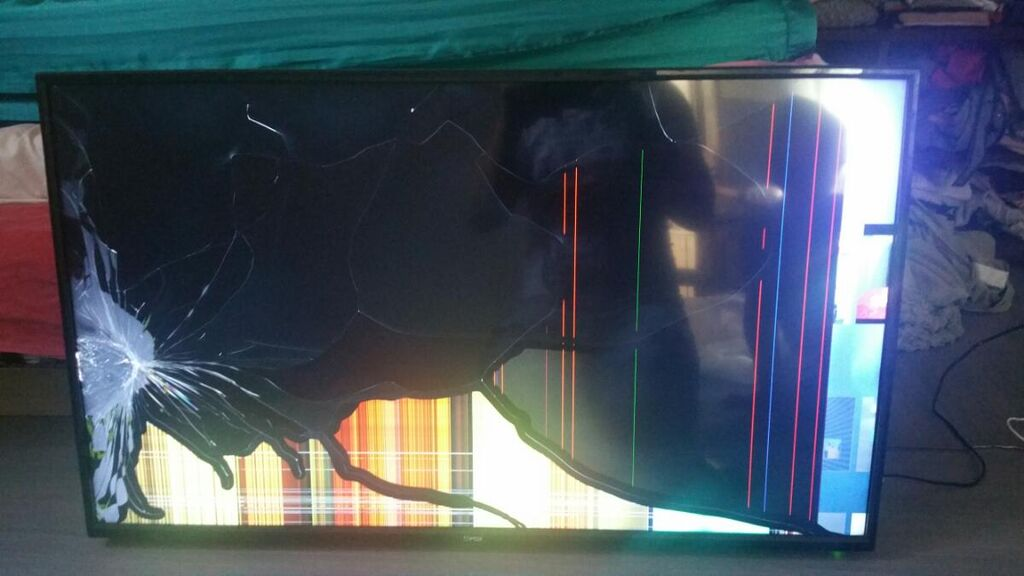 Prodajem fox smart android 43 inca puko je display kupljen je u decembru mesecu prosle godine cena 80 evra