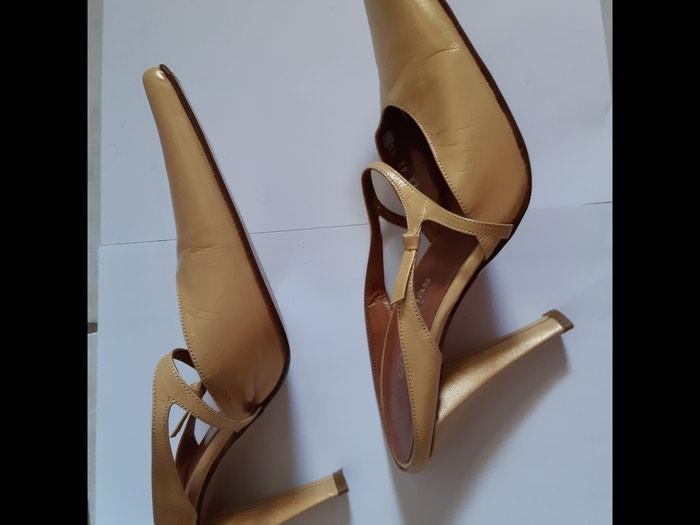 ΒΑΒΟΥΛΑΣ mule No 37 χρώμα χρυσό-μπεζ, δερμάτινο σε όλα τα μέρη καταπληκτικό και ασυνήθιστο σχήμα τακουνιού, έχει φορεθεί μόνο μια φορά