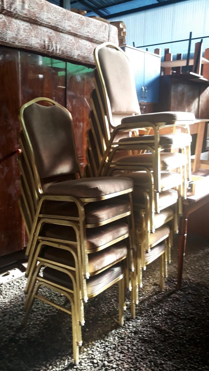 Железные стуля с мяхкий спинками и сидушками 16шт сена 1800 . Photo 3