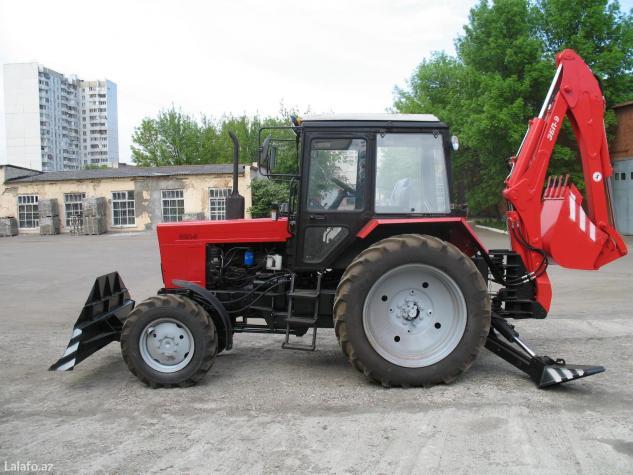 Экскаватор-бульдозер ЭО-2621 выполнен на базе трактора Беларус МТЗ и используется для земляных работ в грунтах 1 по 4 категорий и погрузочных работ