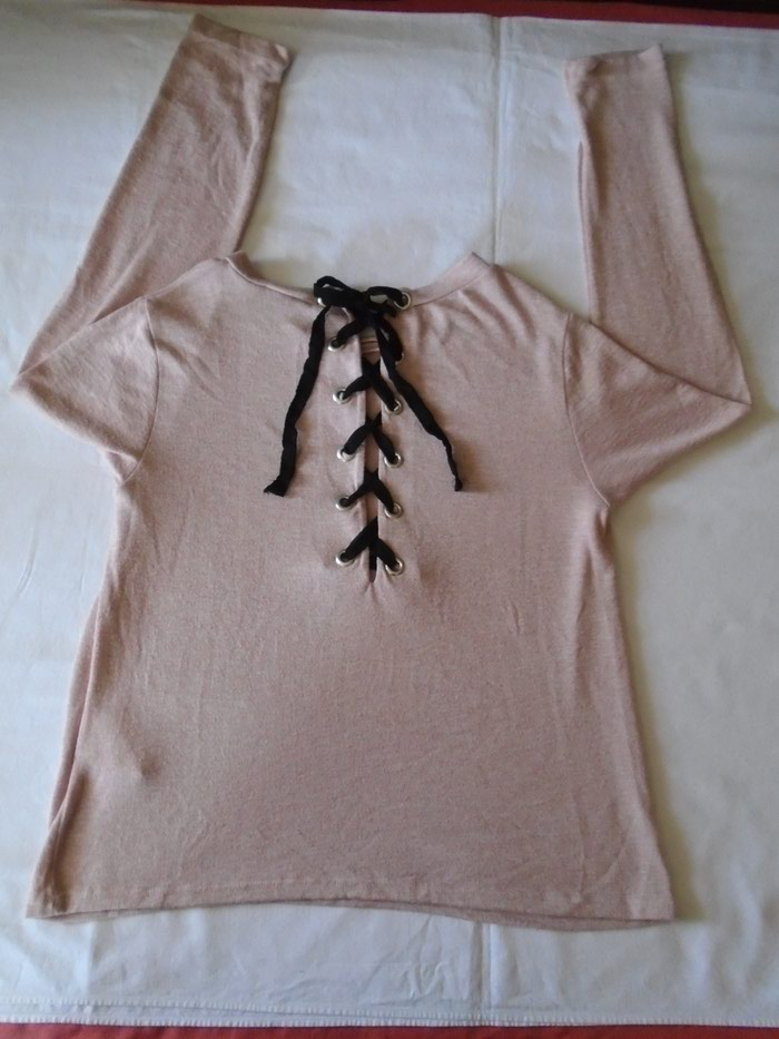 Nenošen, Amisu nežno roze dzemperić/tunika koji se pertla na leđima