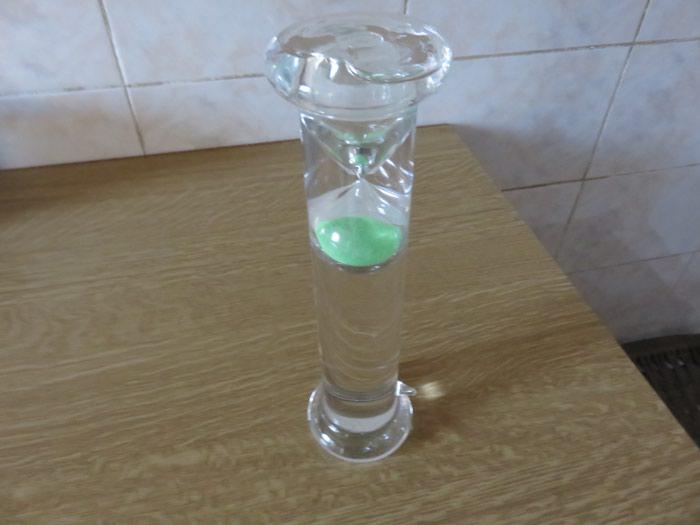 Πρωτοτυπη γιαλυνη κλεψυδρα μεσα σε σωληνα με νερο 26 εκατοστα υψος. Photo 0