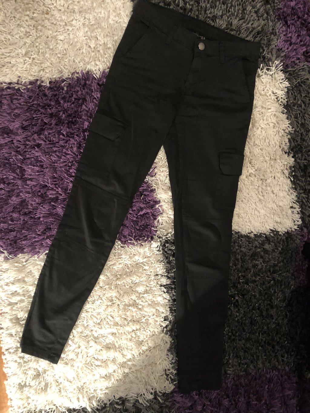 Crne pantalone sa dzepovima, NOVO! Velicina 36