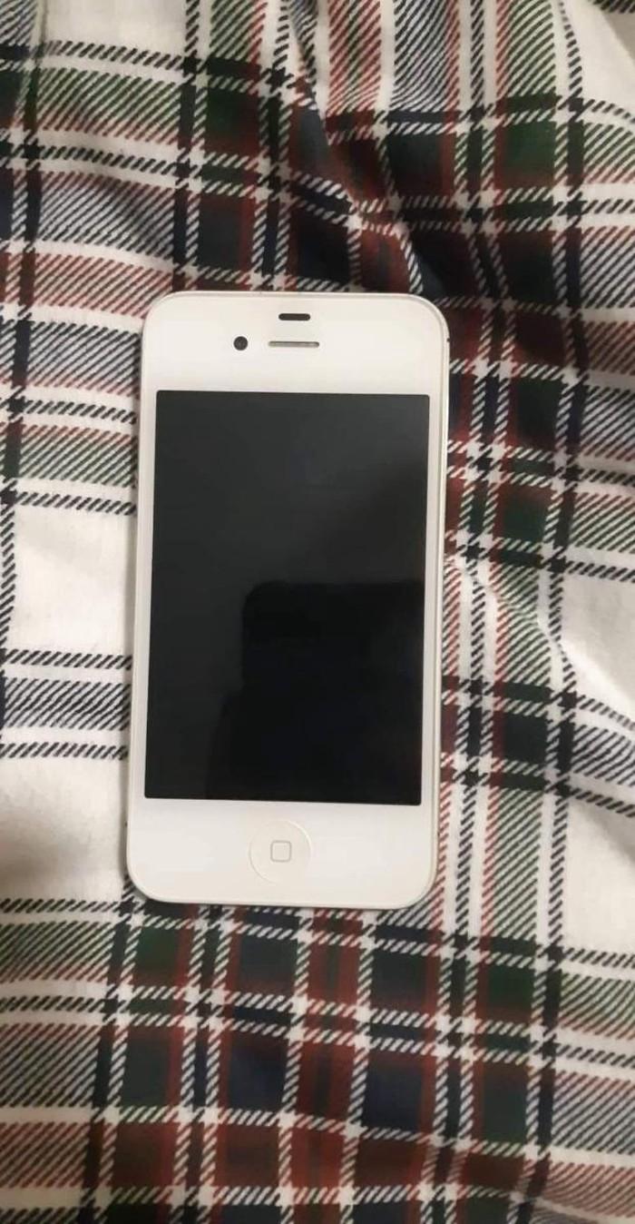 Iphone 4s σε άριστη κατασταση!δίνεται με δύο φορτιστες. Photo 0