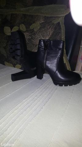 Nove polu duboke cizme, crne boje 38 broj, duzina gazista 24 cm. A vis - Kostolac