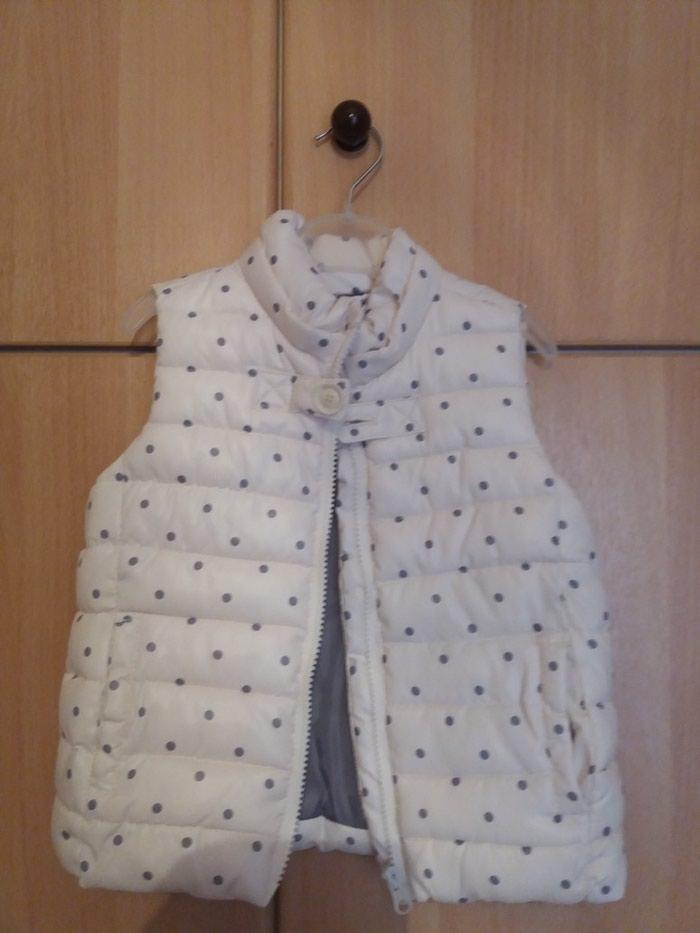 Αμάνικο μπουφάν με κουκούλα σε άριστη κατάσταση, μέγεθος 24/36, 94cm. Photo 0