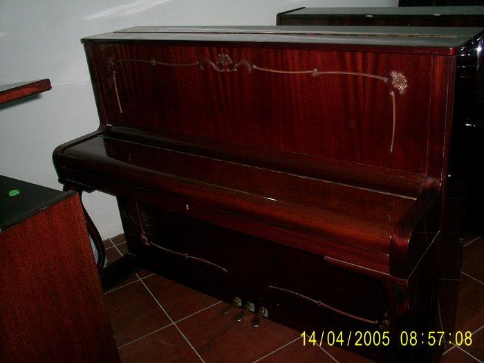 Bakı şəhərində Rönisc fortepiano satilir səsi royal kimi səslənir əla ideal