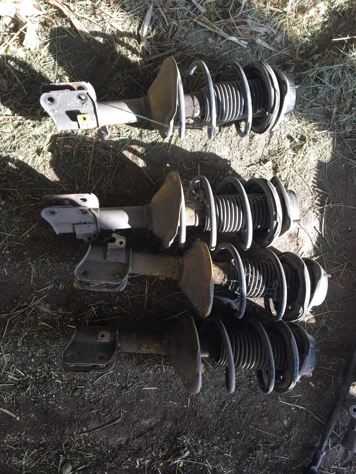 Продаю амортизаторы на субару легасиB4 на прокачку можно 4 шт в Чаек