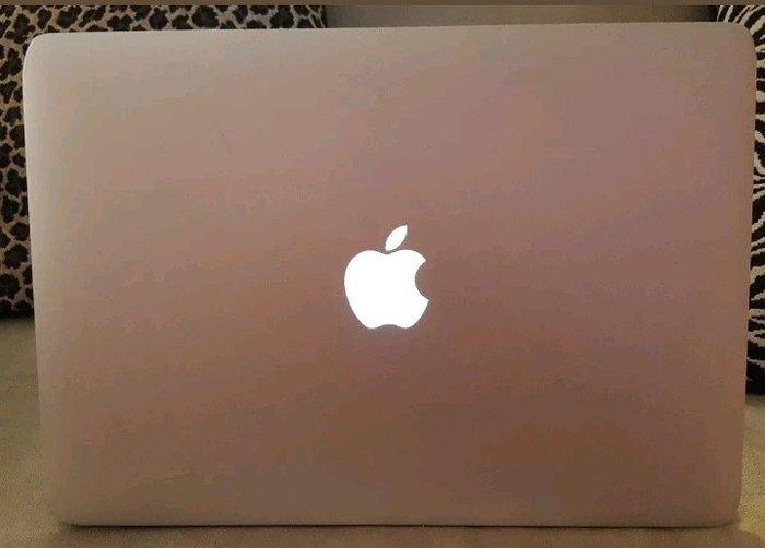 """Bakı şəhərində Apple Macbook Air 2011 13.3"""". İdeal vəziyyətdədir. Pul lazım"""