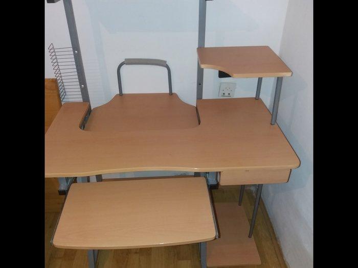 Kompjuterski sto. Photo 1
