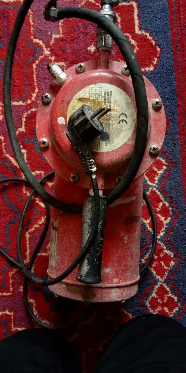 El kompressoru 4 bar,220 volt,cekisi 11kq.wahtcappa yazin. Photo 1