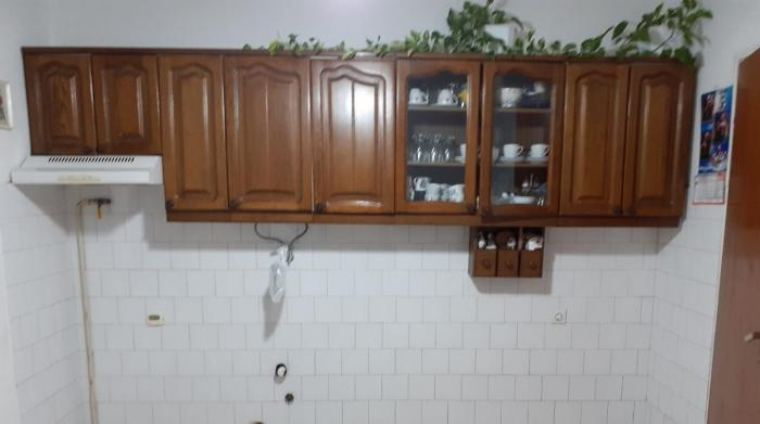 Kuhinja od Hrasta, gornji deo dimenzija 3m a donji deo 2m
