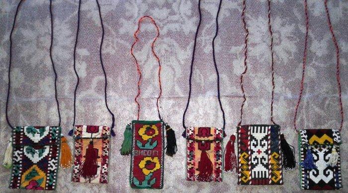 Чехлы для телефонов в национальном стиле. полностью ручная вышивка. в Душанбе