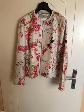 Kožna jakna, belo-krem boje, velicina 38, kao nova, par puta obucena, kupljena prosle godine u m